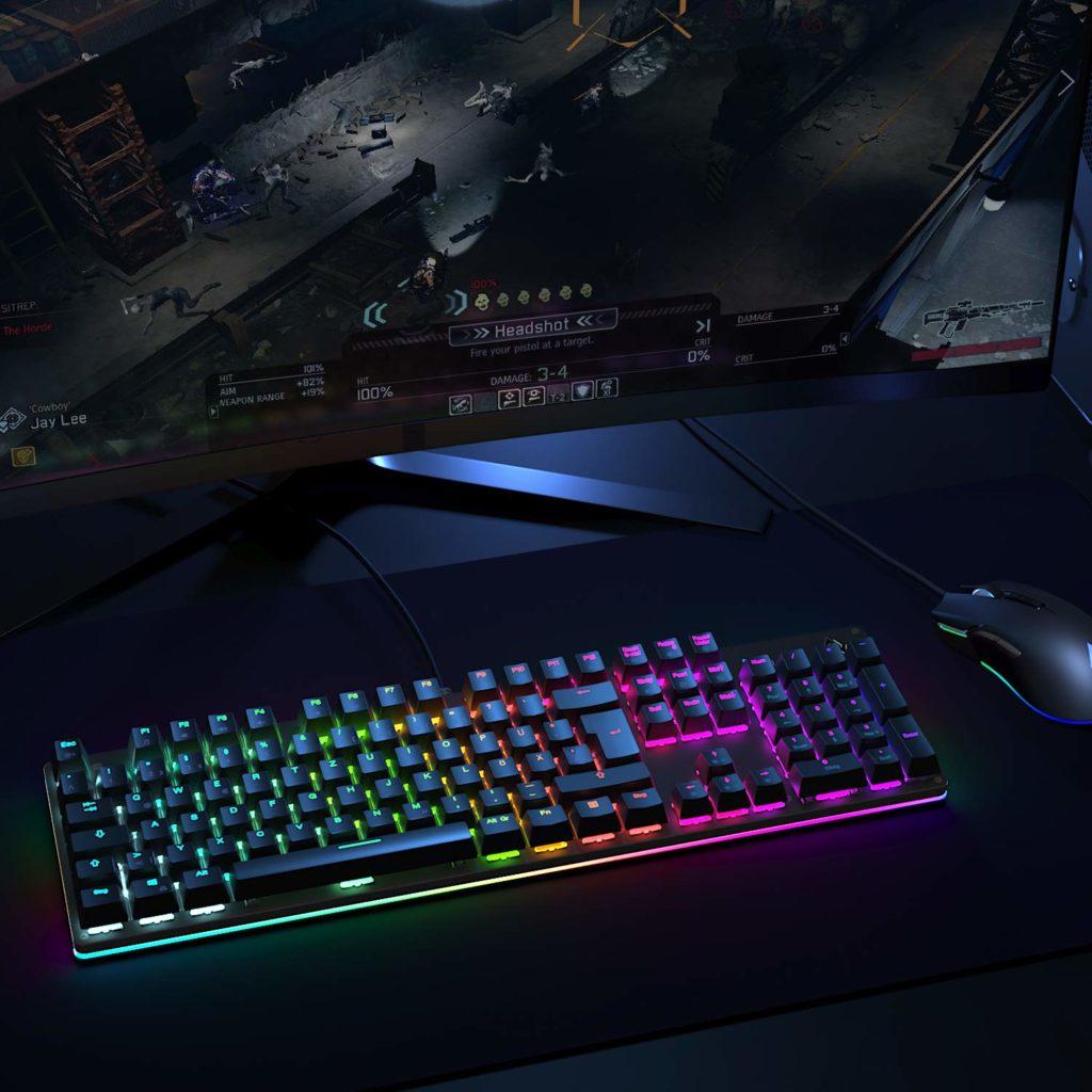 Tastiera AUKEY KM-G12 su postazione da Gaming