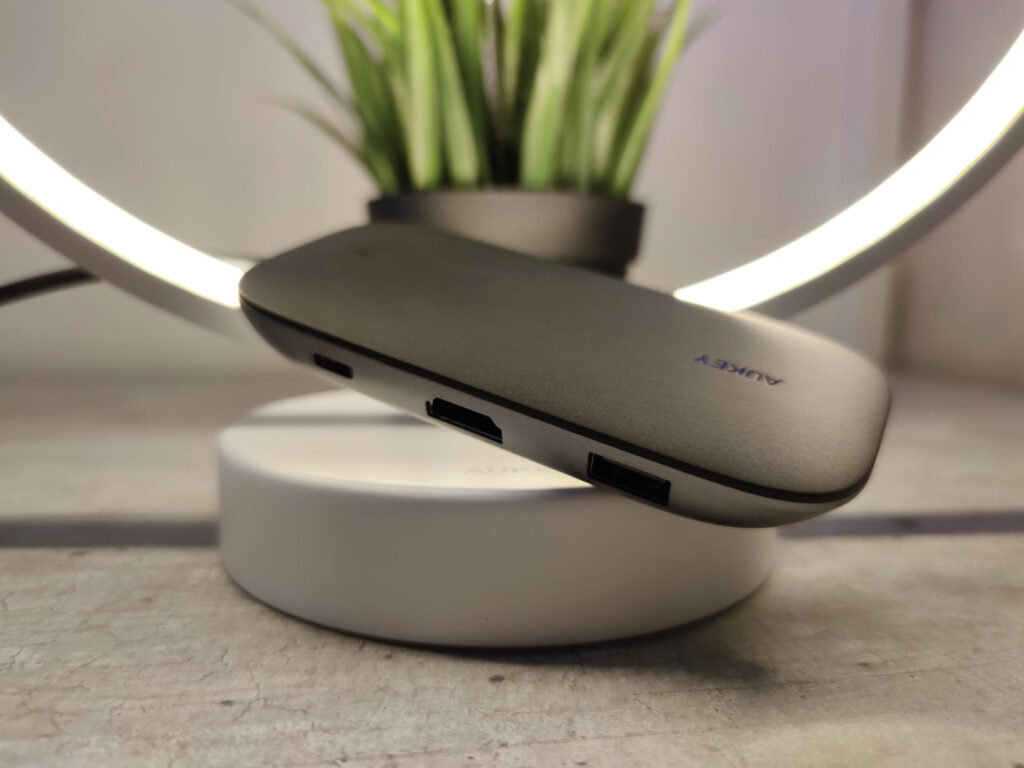AUKEY HUB USB 8 in 1 Design