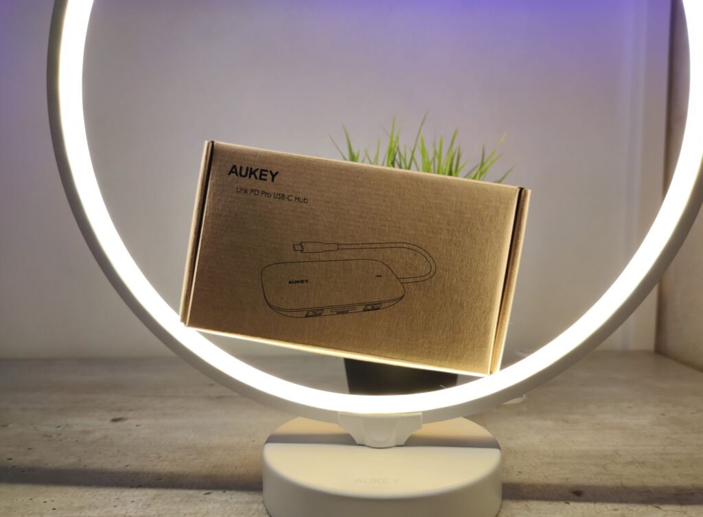 AUKEY HUB USB 8 in 1 Packaging