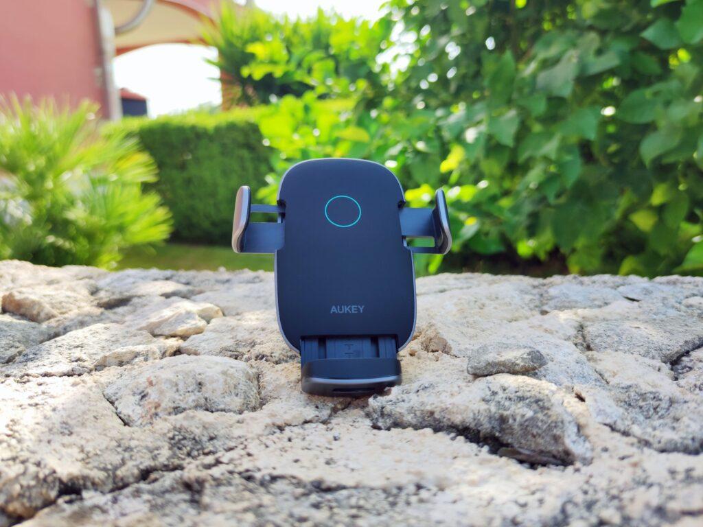 Panoramica AUKEY HD-C52 Wireless Charger per Auto Aperto