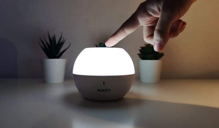 AUKEY Mini RGB Light: La lampada notturna per grandi e piccini!