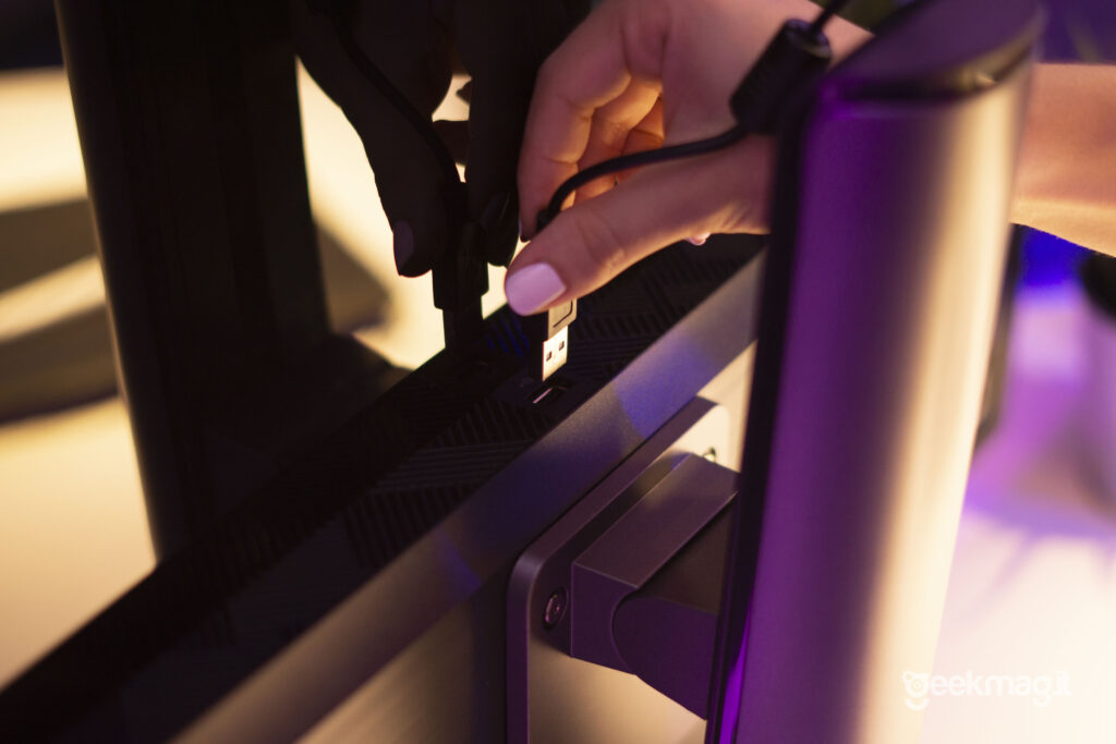 PC All-In-One Modern MSI AM271P -Porta USB A per Webcam